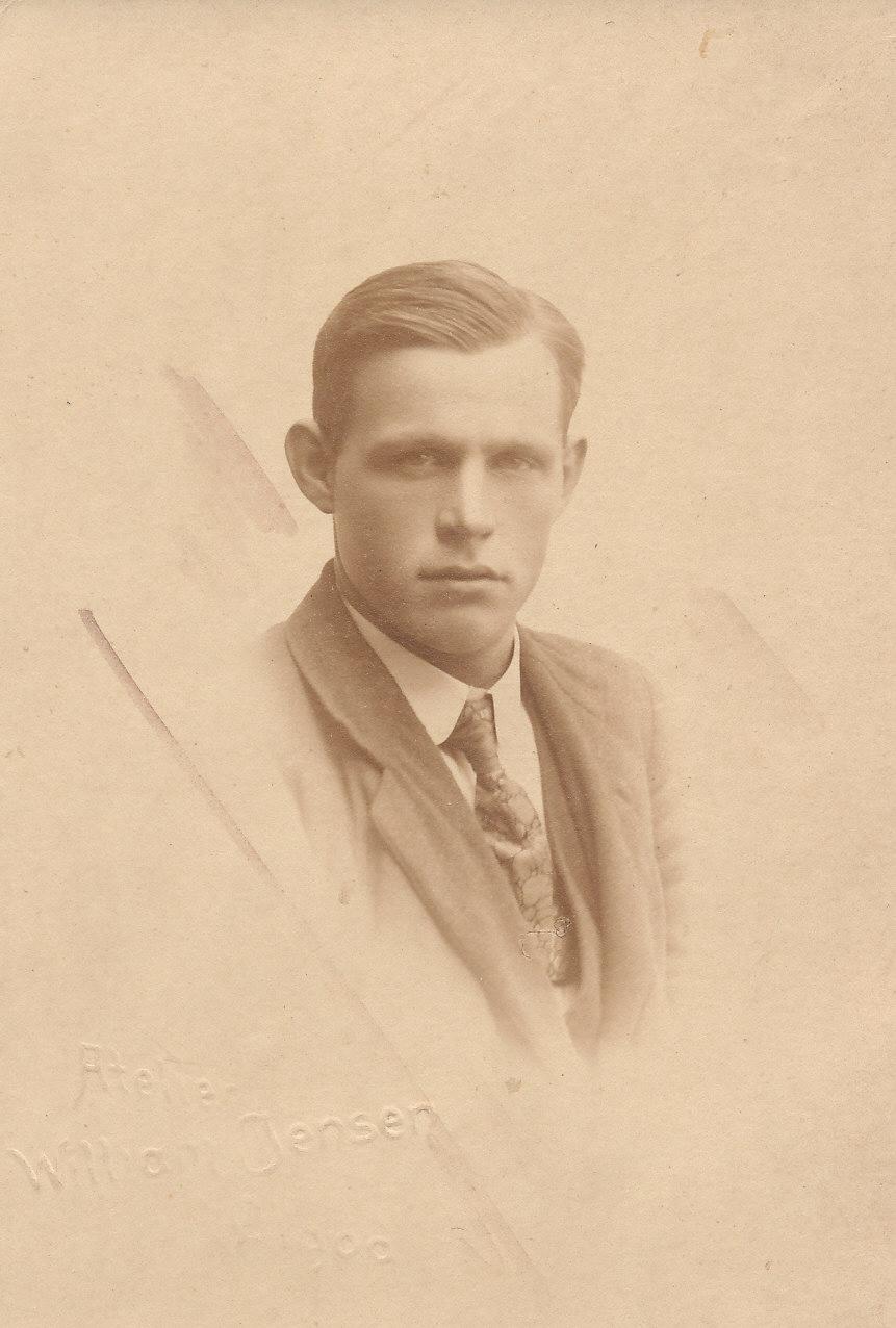 Fra Peder Pedersen ( Borg`s ) familie i Strellev. Atelier William Jensen, Ølgod.