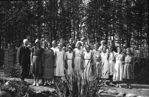 Ungdom i Hejbøl Plantage - billeder fra museumsleder Holger Øllgaard.